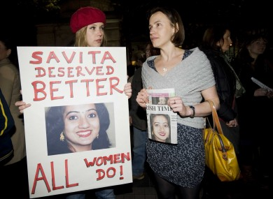 Jennie Ridyard (left) and Aoife McLysaght at last night's Pro Choice protest in Dublin.