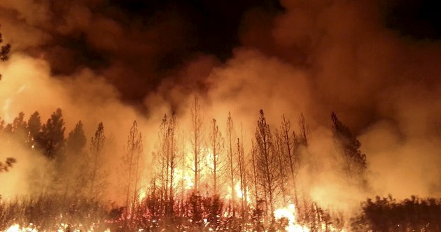Photos: Firefighters battle blaze near Yosemite National Park
