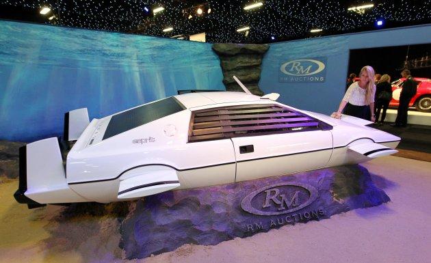 fancy owning james bond s submarine car. Black Bedroom Furniture Sets. Home Design Ideas