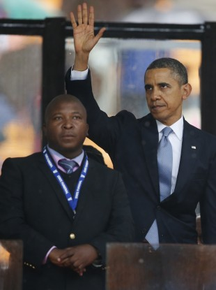Thamasanqa Jantjie standing in front of President Barack Obama on Tuesday