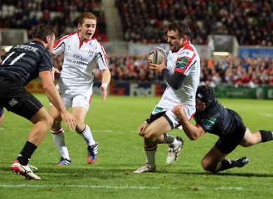 Ulster's Jared Payne has a dash at the Leicester line.