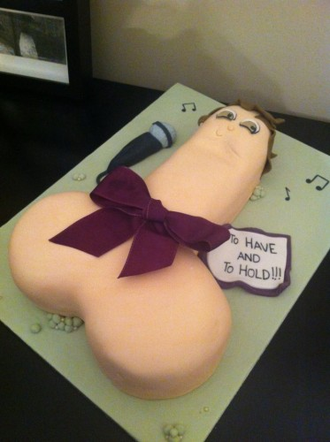 Giant-Penis-Hen-Party-Willy-Cake