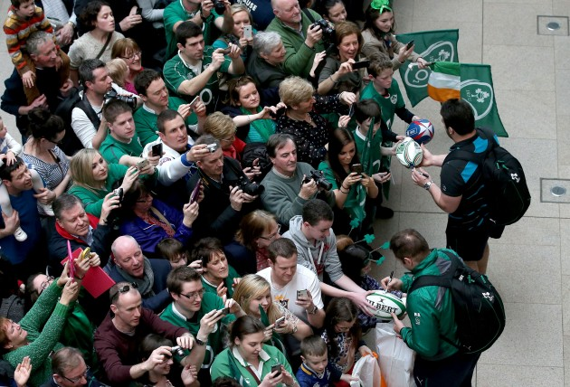 Ireland players sign autographs for fans